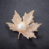 Brosa placata cu aur si cristale