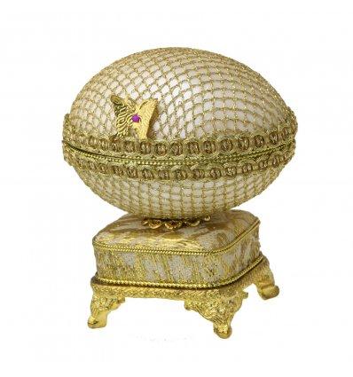 "Caseta din coaja de ou pe cutiuta muzicala ""Golden Butterfly"""