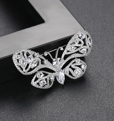 Diamond Butterfly - Brosa decorata cu cristale cubic zirconia