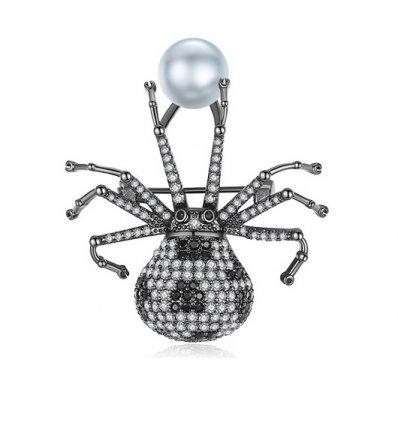 Brosa White Stilish Bug cu cristale cubic zirconia