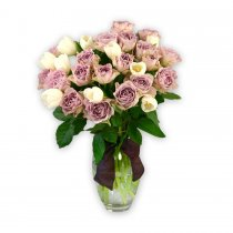 19 Trandafiri mov cu lalele albe