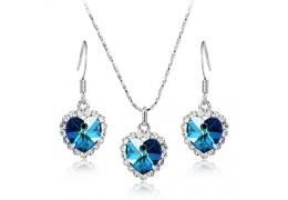 Set de colier si cercei in forma de inimioare decorate cu cristale