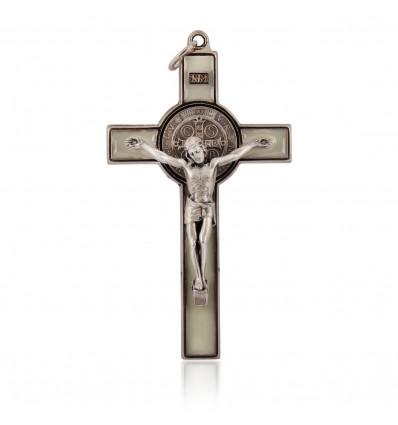 Crucifix metalic pe foita de argint