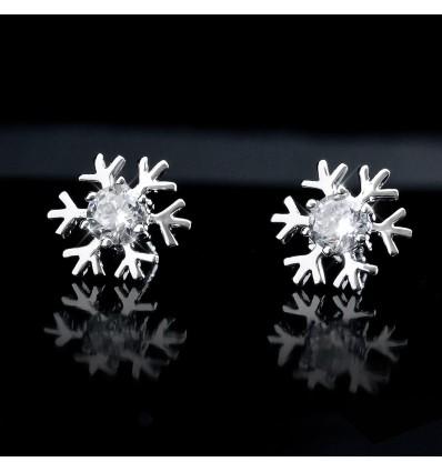 Cercei cu cristale astriece albe placat cu platina - Fulg de nea