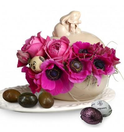 Aranjament floral pentru Paste cu bomboniera si praline din ciocolata