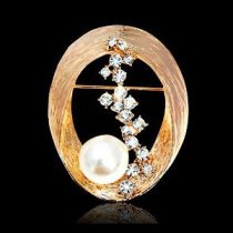 Brosa Diamonds and Pearls Embrace