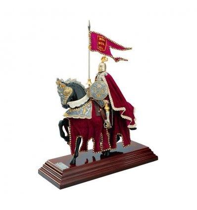 Cavaler medieval imbracat in catifea bordo brodata cu fir auriu